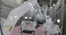 Große Halle für schweres Gerät: Selbst für Bagger und Kräne haben wir die notwendige Infrastruktur