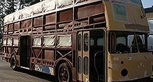 Ohne Beplankung: Der BVG Doppeldecker-Bus vor der Karosserieinstandsetzung