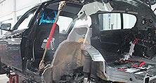 BMW 120d mit kapitalem Unfallschaden zur Unfallinstandsetzung im Karosseriewerk von heller