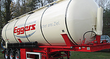 Lackiert und beschriftet: Der Tank-Auflieger bereit für neue Aufgaben