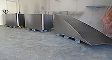 Schicke Studiomöbel für die Kulisse einer TV-Koch-Show aus der heller Lackiererei GmbH bei Berlin