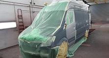 Nach der Instandsetzung ist vor der Lackierung: Das Sonderfahrzeug wartet im Brandenburger Lackierwerk auf seine Farbe.