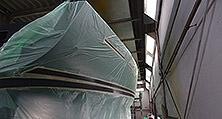 Alle Arbeitsschritte einer Yachtlackierung werden bei heller Nautical Services aus einer Hand ausgeführt