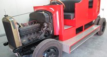 Wie damals: Das Löschgruppenfahrzeug erstrahl in rot mit Seidenglanz-Effekt