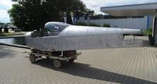 Sämtliche Aluminiumbauteile des Charterflugzeugs wurden mit Quellmitteln für die Luftfahrt chemisch entlackt.