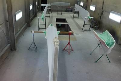 Segelflugzeug entlackt und neu lackiert