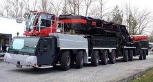 Der größte Fahrzeugkran der Welt vor seiner Lackierung bei der heller Lackiererei GmbH. Deutlich erkennbar die diversen grauen Neuteile