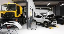 Moderne Arbeitsplätze zur Instandsetzung von LKW und PKW