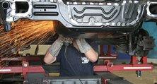 Fahrzeugreparatur durch Karosserieinstandsetzung