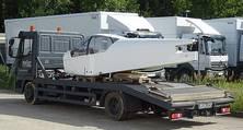 Nach der Grundlackierung mit luftfahrtspezifischen Lacken in weiß wird das Flugzeug zur Montage überführt.