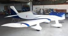 Im Zweifarbendekor bereit wieder abzuheben. Die komplett lackierte Robin Avion 200.